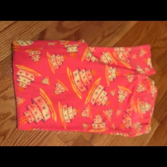 LuLaRoe Pants - LuLaRoe pink birthday cake leggings TC